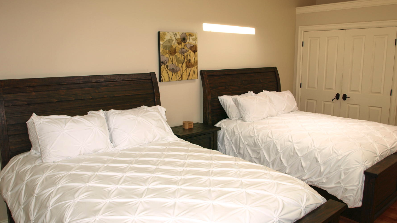 Cornerstone Inn large double room with fresh linens